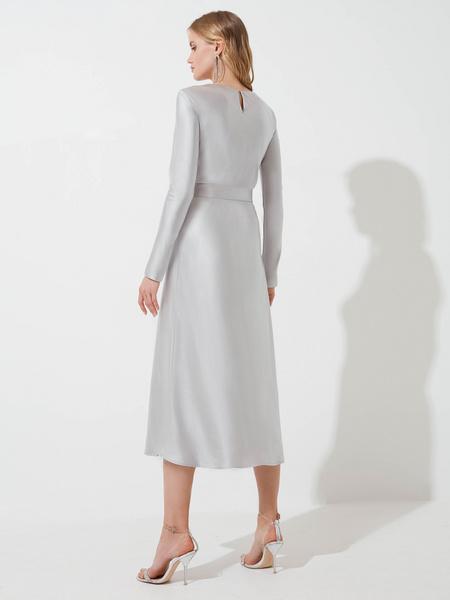 Атласное платье-миди - фото 7