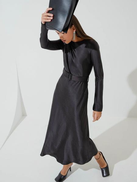 Атласное платье-миди - фото 4