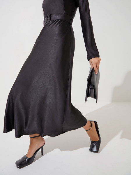 Атласное платье-миди - фото 5