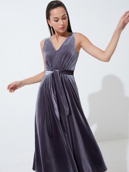 Бархатное платье с треугольным вырезом - фото 1