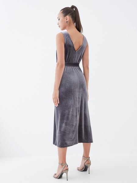 Бархатное платье с треугольным вырезом - фото 6