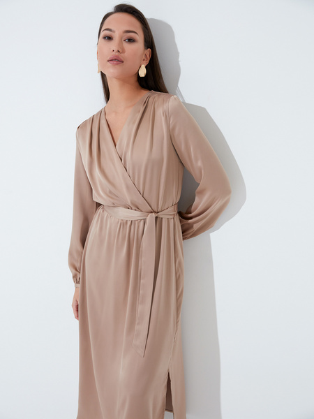 Атласное платье с поясом - фото 5