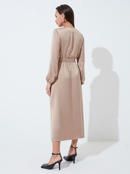 Атласное платье с поясом - фото 6
