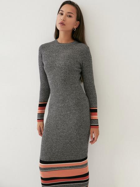 Трикотажное платье в рубчик - фото 1