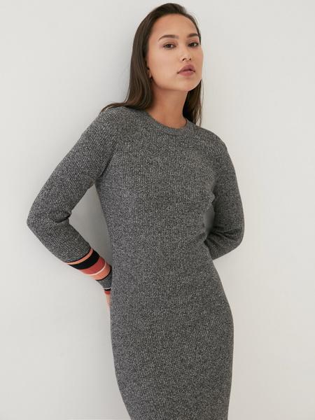 Трикотажное платье в рубчик - фото 4