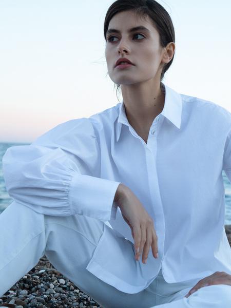 Блузка с объемным рукавом