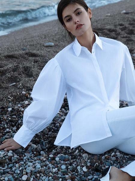 Блузка с объемным рукавом - фото 2