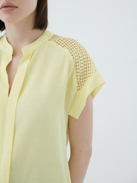 Блузка с ажурной вставкой - фото 5