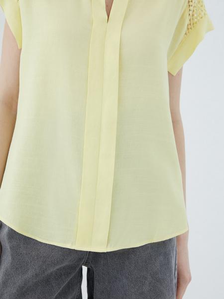 Блузка с ажурной вставкой - фото 6