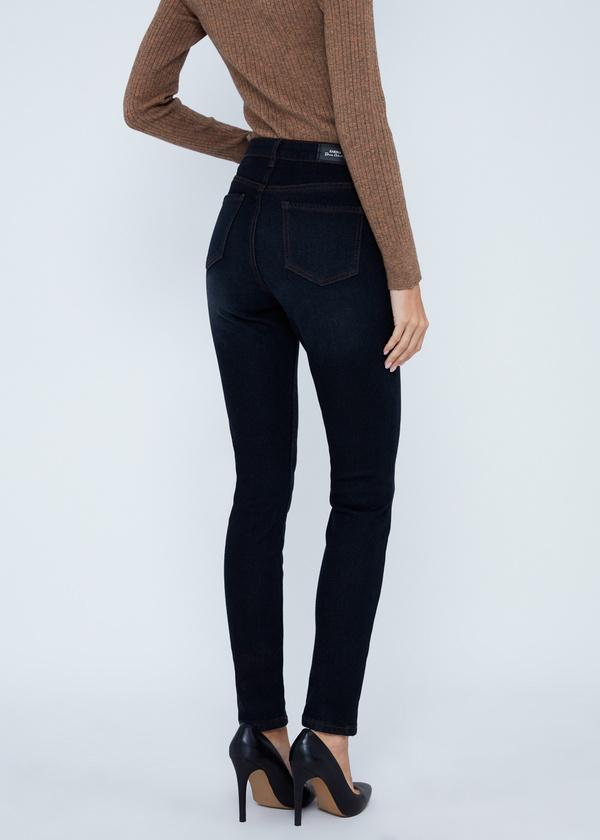 Зауженные джинсы с завышенной талией - фото 4