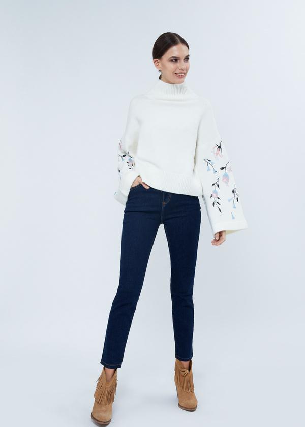 Зауженные джинсы с клепками - фото 1