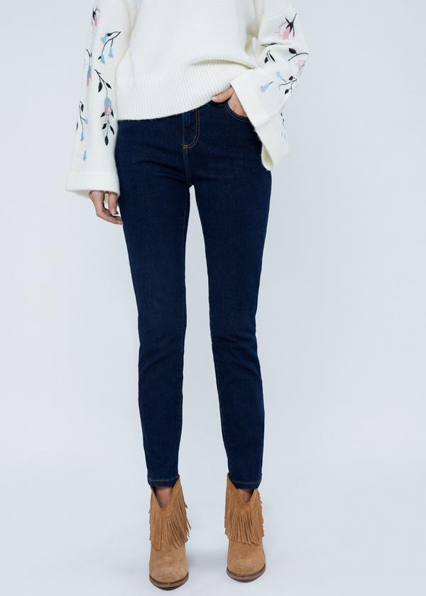Зауженные джинсы с клепками - фото 2