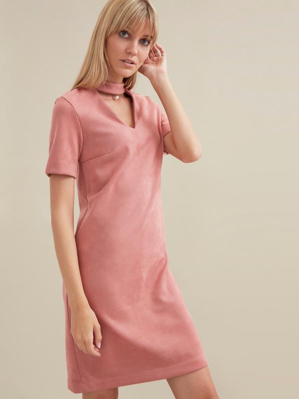 Замшевое платье-мини с чокером - фото 4