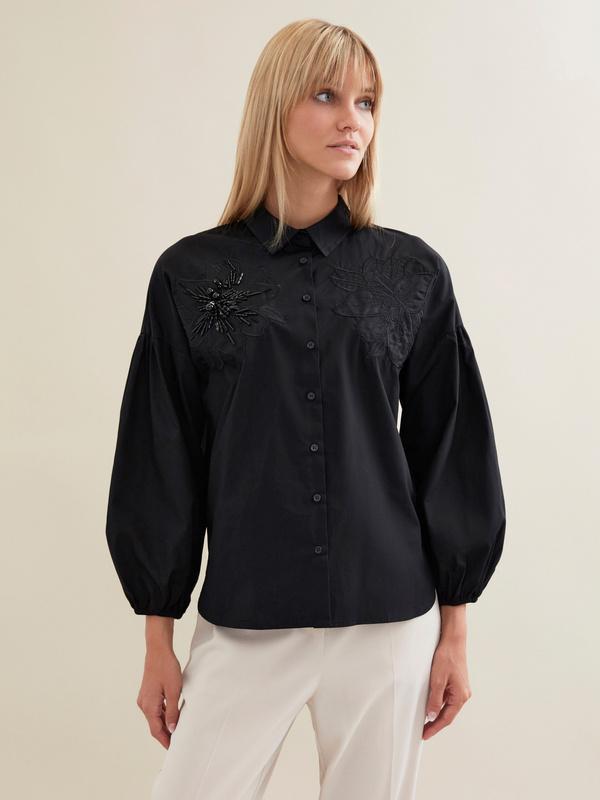 Блузка с декорированной вышивкой - фото 1