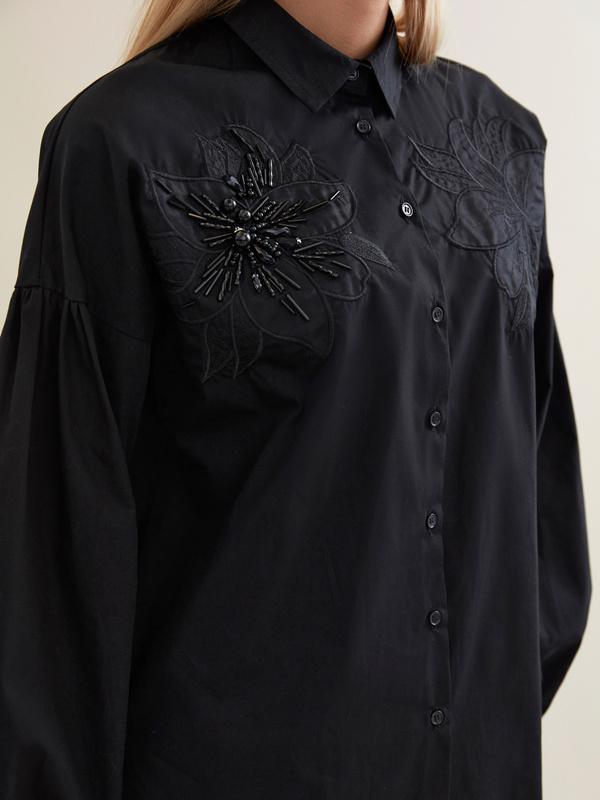 Блузка с декорированной вышивкой - фото 2