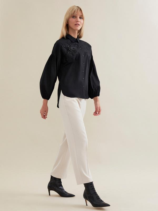 Блузка с декорированной вышивкой - фото 5