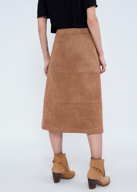 Замшевая юбка-миди с пуговицами - фото 4