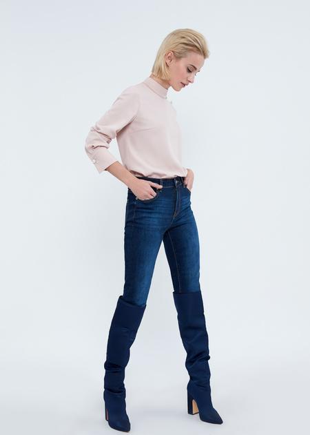 Зауженные джинсы с эффектом потертости - фото 5