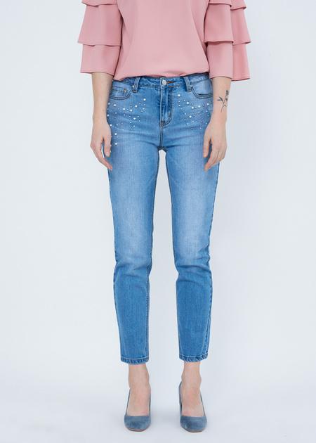 Укороченные джинсы со стразами и бусинами - фото 1