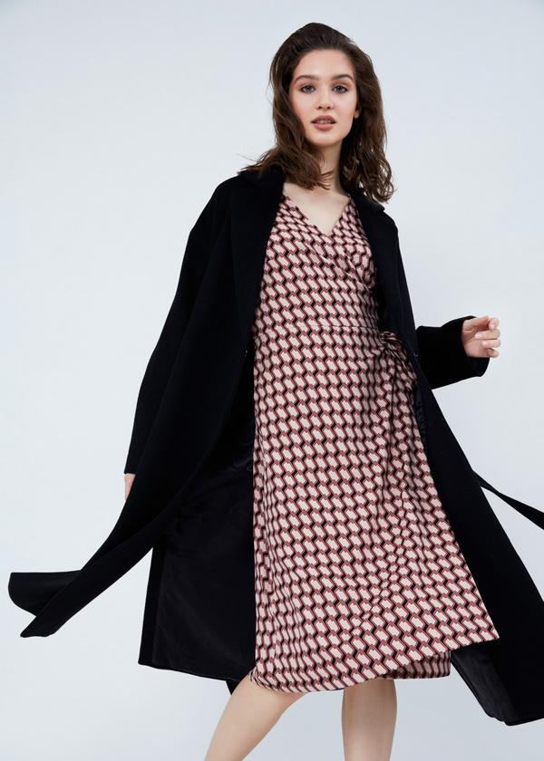Пальто свободного кроя с карманами и поясом - фото 4