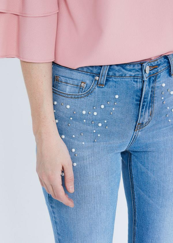 Укороченные джинсы со стразами и бусинами - фото 2
