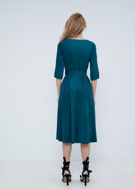 Замшевое платье-миди с поясом - фото 7