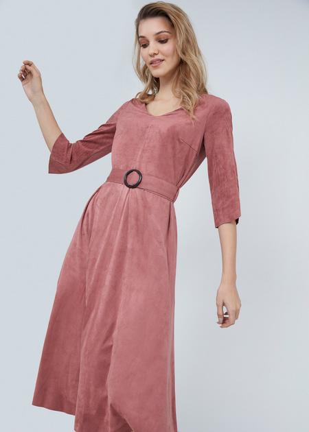 Замшевое платье-миди с поясом - фото 3