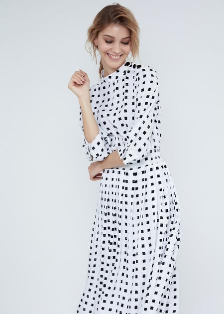 Платье-миди с воротником-стойкой - фото 1