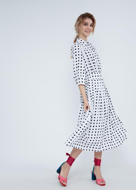 Платье-миди с воротником-стойкой - фото 4