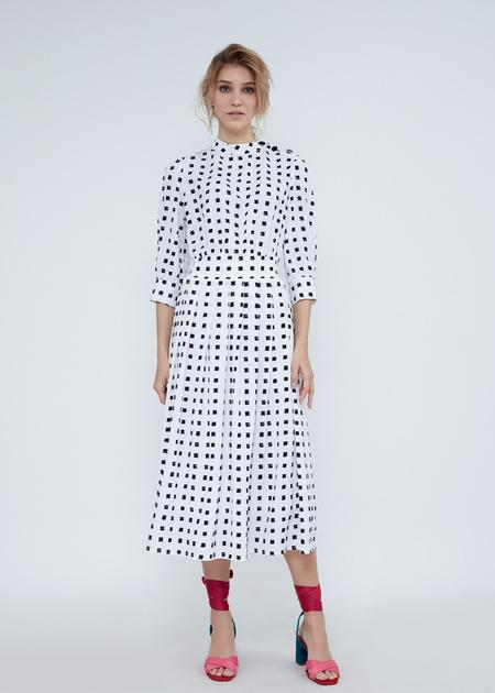 Платье-миди с воротником-стойкой - фото 5