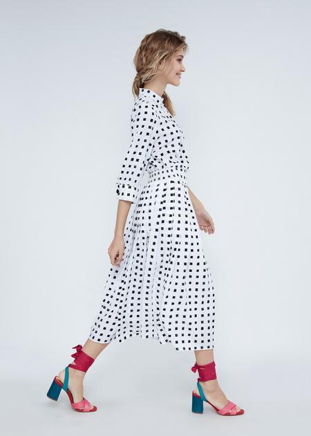 Платье-миди с воротником-стойкой - фото 7