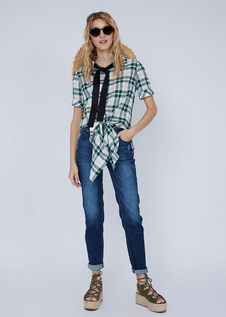 Зауженные джинсы с эффектом потертости - фото 1