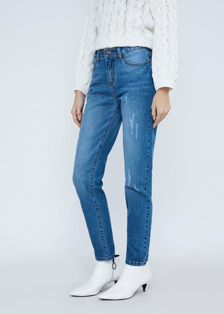 Зауженные джинсы с эффектом потертости - фото 3