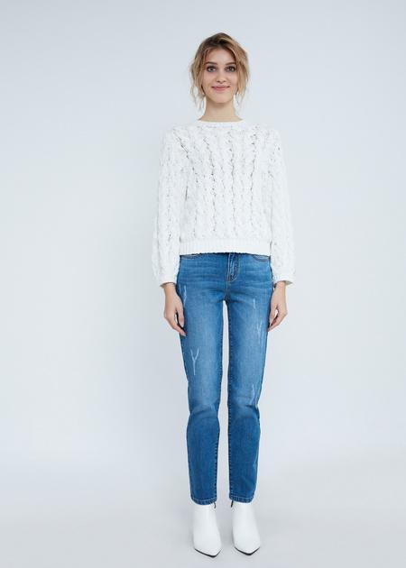 Зауженные джинсы с эффектом потертости - фото 6