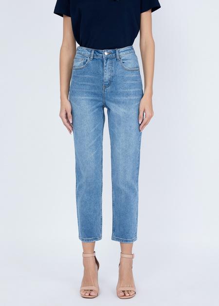 Укороченные джинсы с эффектом потертости - фото 1