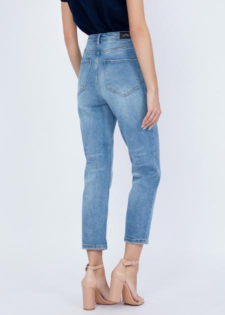 Укороченные джинсы с эффектом потертости - фото 2