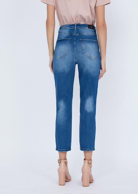 Укороченные джинсы с эффектом потертости - фото 5
