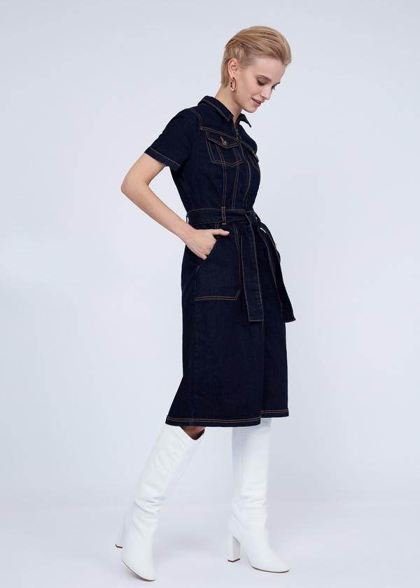 Джинсовое платье с молнией и поясом - фото 7