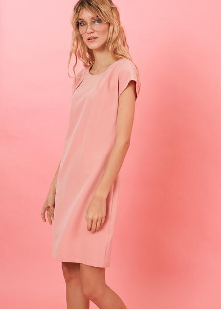 Платье-мини с плечами-ракушками - фото 2