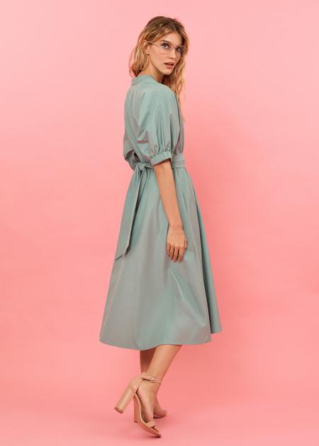 Платье-миди с поясом и пуговицами - фото 5