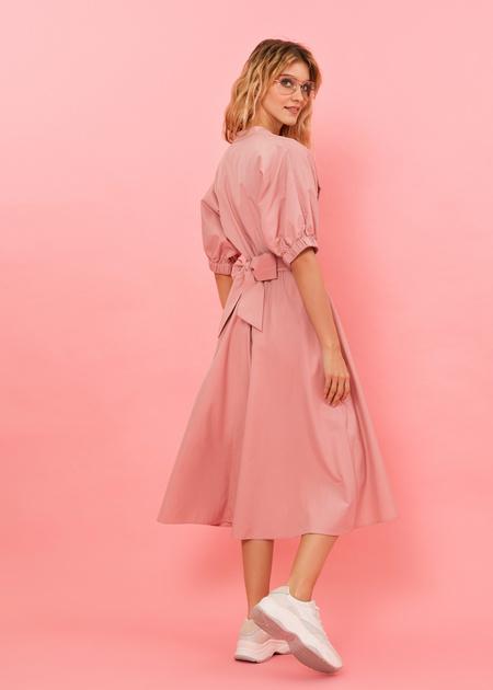 Платье-миди с поясом и пуговицами - фото 6