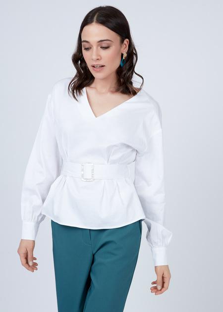 Блузка с V-образным вырезом и ремнем - фото 3