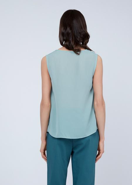 Блузка без рукавов с V-образным вырезом - фото 6