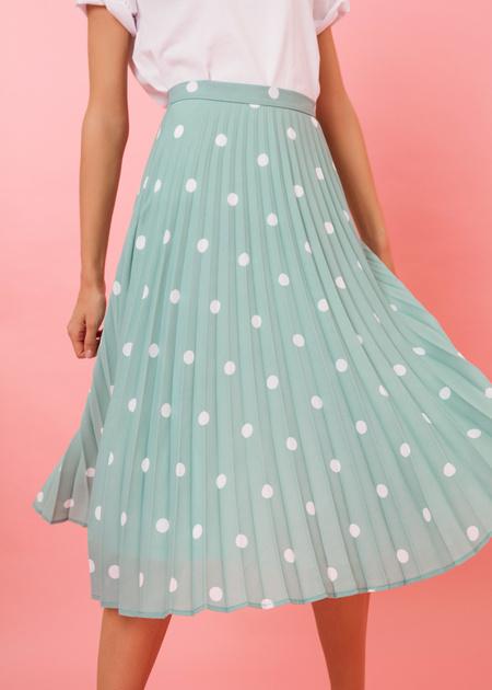 Плиссированная юбка-миди в горох - фото 5
