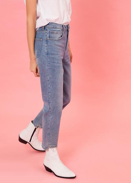 Укороченные брюки из плотного денима - фото 3