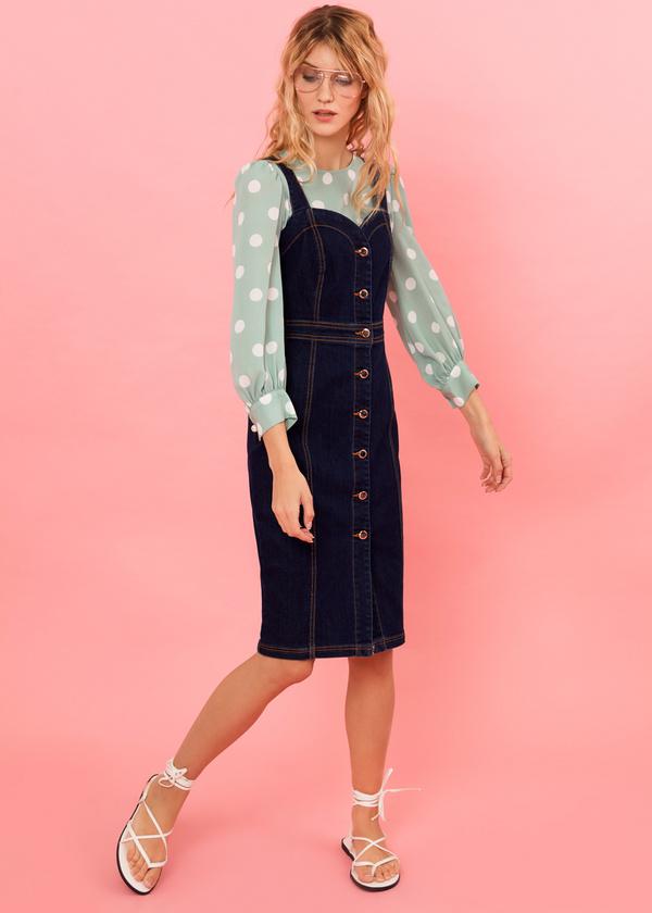 Джинсовое платье-сарафан с пуговицами - фото 2