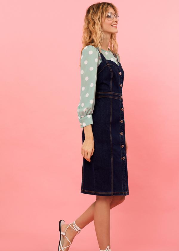 Джинсовое платье-сарафан с пуговицами - фото 5