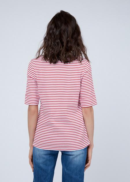 Приталенная футболка с нашивкой - фото 5