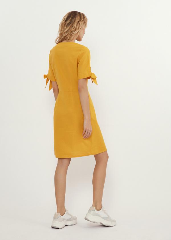 Приталенное платье с завязками на рукавах - фото 6