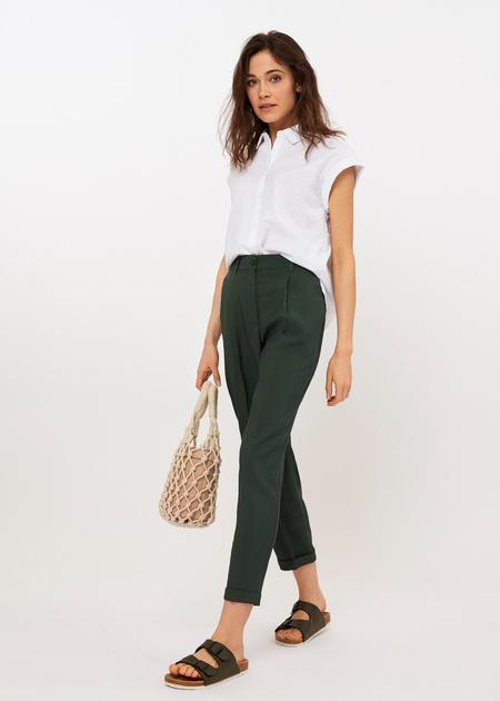Укороченные брюки с поясом на резинке - фото 1